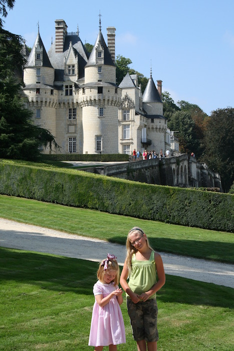 Children outside Château Ussé (Sleeping Beauty's château)