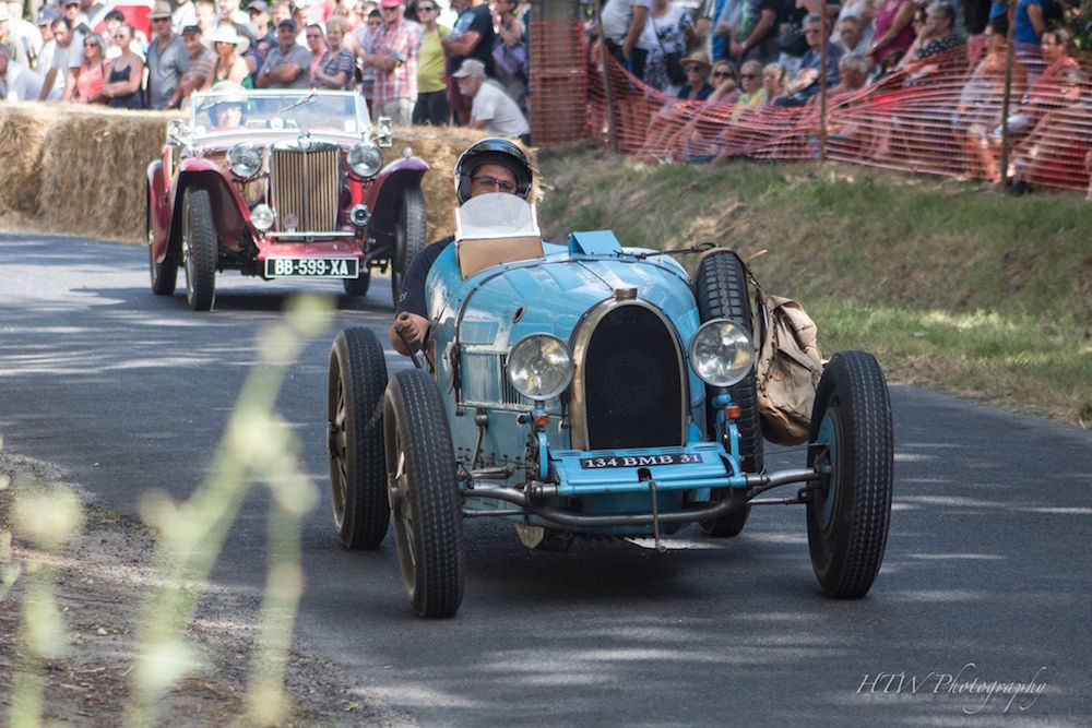 Classic car racing at Le Puy